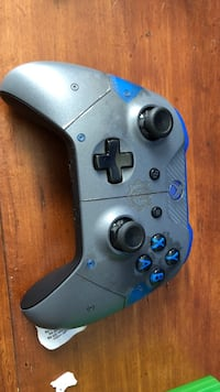 Gray and blue xbox one controller Houston, 77081