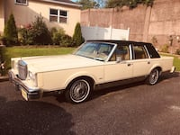 Lincoln - Town Car - 1984 Gloucester City