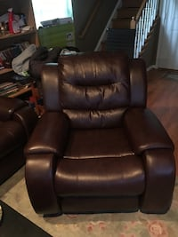 Black leather recliner sofa chair Lorton, 22079
