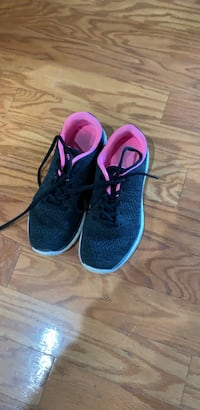pair of blue-and-pink running shoes Columbia, 29209