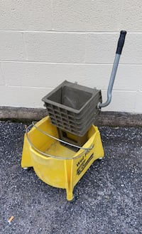 Commercial Bucket with Mop Squeezer
