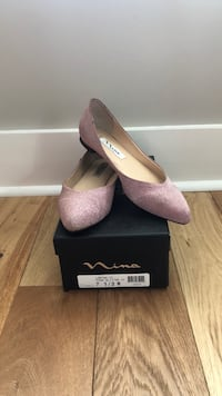 pair of pink suede pointed-toe pumps with box Brunswick