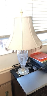 Clear glass base white shade table lamp Reno, 89523