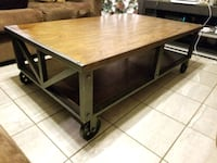 Coffee table with wheels  Las Vegas, 89106