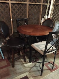 round brown wooden table with four chairs dining set Saraland, 36571