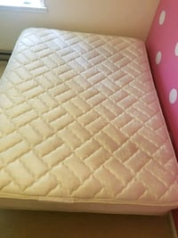 Sealy Posturepedic Queen Mattress and box spring Allentown, 18104
