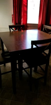 Solid Wood Pub Table & Chairs Newport News, 23602