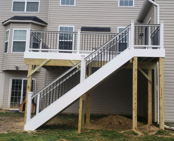 Deck and fence,free estimate .in virginia. 18d1d475-5ab5-4110-b2ed-17ab793af1d5