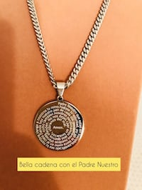 round black and silver pendant necklace New York, 10032
