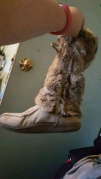 pair of brown fur-lined boots Shelburne, L0N 1S2
