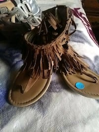 Justice size 3 brown flat sandals  Amarillo, 79110