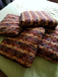 4 Throw pillows Germantown