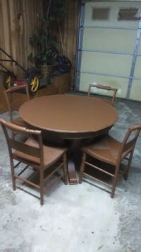 round brown wooden table with four chairs dining set Chatsworth, 30705
