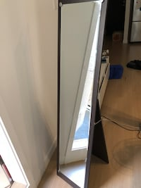 Standing mirror - excellent condition 코퀴틀람, V3J 0G1