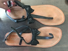 Sandals with sequin bow