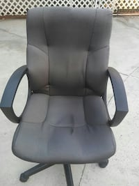 gray and black rolling armchair