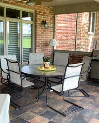 """60"""" Round patio table with 6 chairs (two swivel) excellent condition London, N6B"""