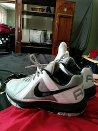 pair of white Nike basketball shoes Louisville, 40299