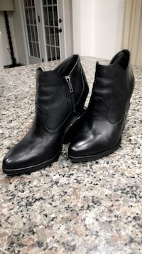 Black leather booties 17 km