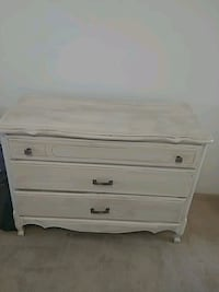 white wooden 3-drawer chest Duncan, V9L 5V4