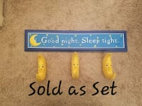 Wall hanging sign w/ little moon hooks Hagerstown, 21742