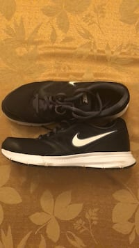 Pair of black nike low-top sneakers San Marcos, 92069