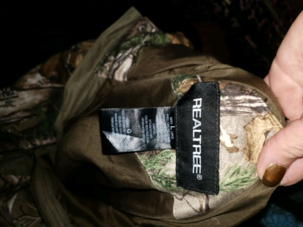 brown and green camouflage zip-up jacket e9f272e7-2cc9-4fc0-bc4d-1a38116349c9