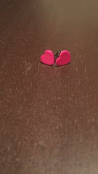 pair of pink heart earrings Shepherdstown, 25443