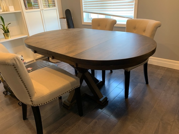 Maple wood extendable dining/breakfast table