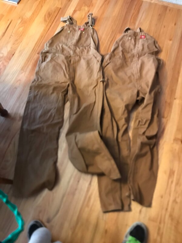 2 brand new dickies washed once never work size 34 waist and 32 legs. To short for me