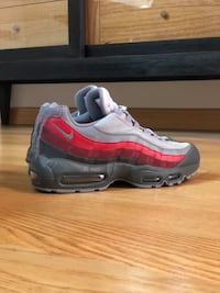 Nike Air Max 95 Essential. Pinto, 28320