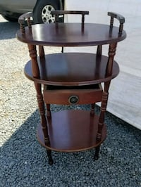 Vintage small side table or end table Londonderry, 03053