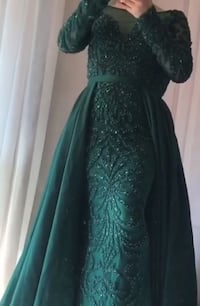 Beautiful Women's green long-sleeved dress / evening gown/ prom dress Whitby, L1P 1R5
