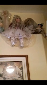Two large porcelain dolls  Moreno Valley, 92553