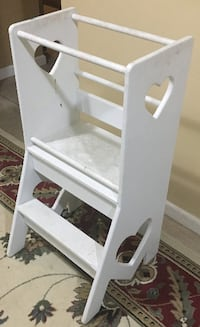 Mommy helper / kitchen tower step stool size 18 x 18 x 36