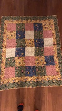 Vintage antique hand made quilt beautiful colors  43 km
