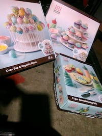 popcakes decorating kit and 2 stands Calgary, T2E 5X1