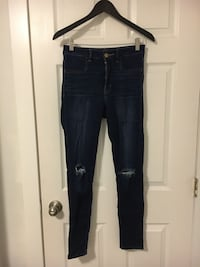 AE ripped knee jegging size 4 Port Moody, V3H 1P6