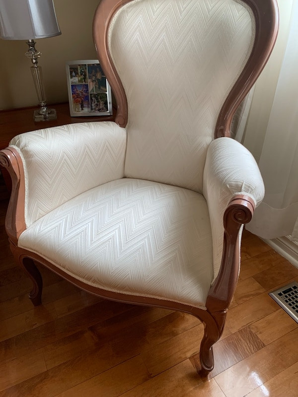 Italian Made accent chair with mohagany wood 9dd141eb-ca5e-4fd6-8f57-60145925cf54