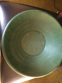 Gold pan vintage / usable condition  New Westminster, V3M 2P7