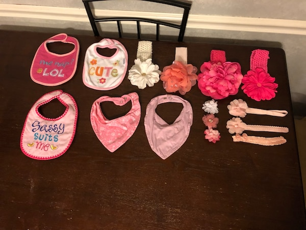 Baby girl pink and white hair bows and bibs df4e2516-9fba-428e-a48d-733f00e5fa07