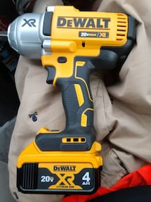 1/2 dewalt xr 3 speed wrench with 4AH battery