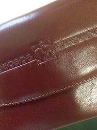 brown leather bi-fold wallet 3724 km
