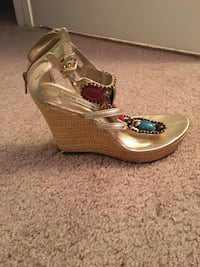 Gold colored with jewels wedges  Henrico, 23238