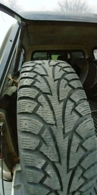 195-65-16 Hankook ipike winter tires\rims 556 km