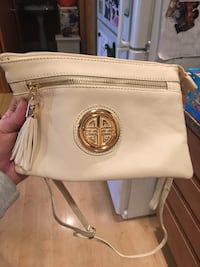 Classy cream style purse with alot of compartments. PRICE REDUCED