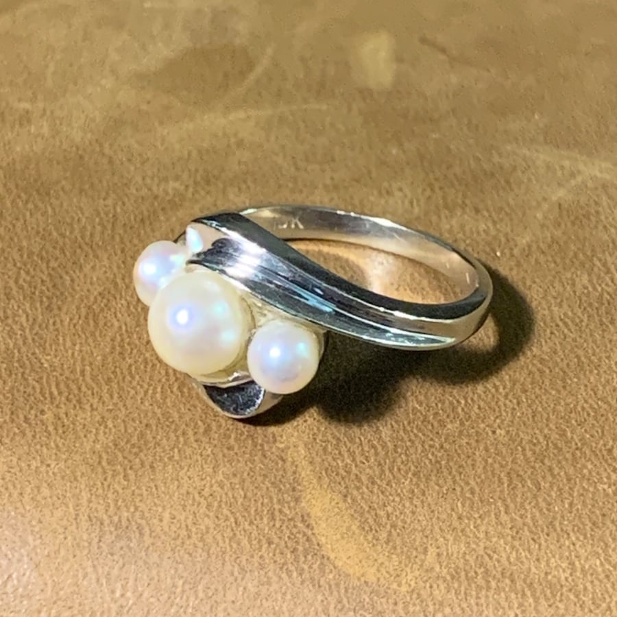 Vintage 10k White Gold Genuine Pearl Ring 303a3ef4-4658-44bd-bff8-5255a1cc9034