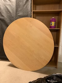 IKEA round table with built in expandable leaf. Mississauga, L4Y 2J9