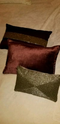 3 accent pillows  North Vancouver, V7M 1C5