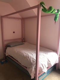 PENDING PICK UP - Pink twin bed frame Alexandria, 22307